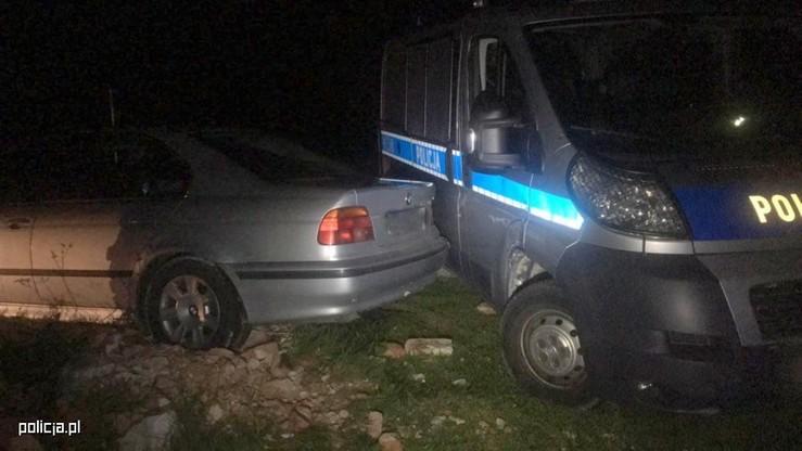 Nie chciał dać się zatrzymać. Pijany 25-latek z Kolbuszowej uderzał swoim bmw w radiowóz policji