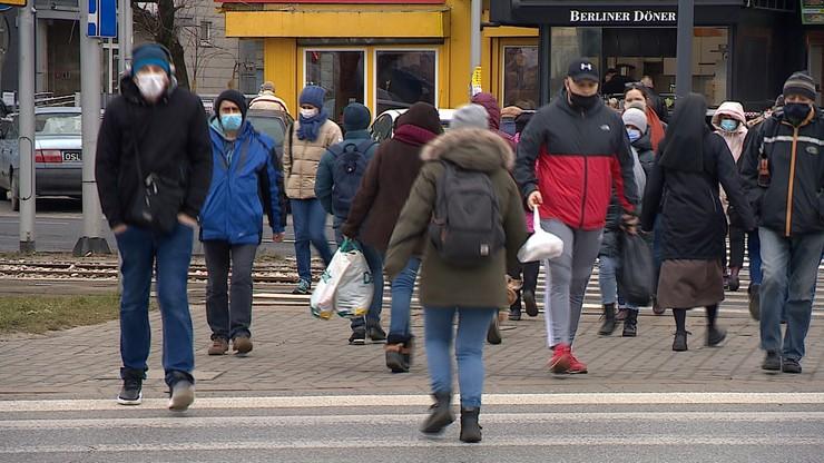 Prof. Zajkowska: ludzie powinni poczuć, że obostrzenia przynoszą efekty