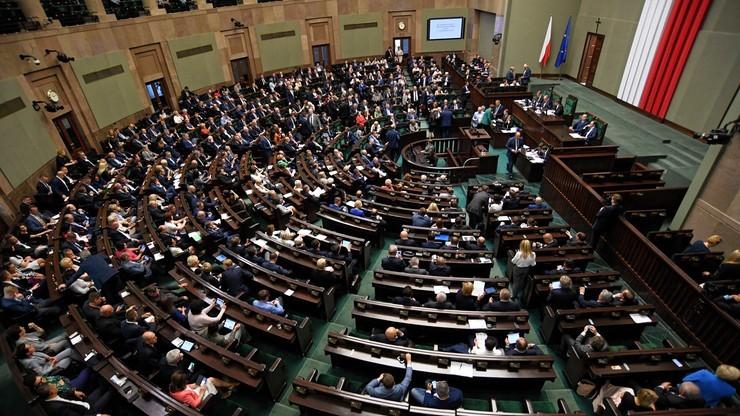 Opozycja przeciwko projektowi PiS, aby ustanowić 12 listopada br. dniem wolnym