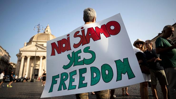 Włochy. Trwa walka z plagą sprzedaży fałszywych przepustek COVID-19