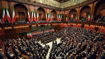 700 projektów ustaw do rozpatrzenia, ale parlament nie pracuje. Włoscy politycy są na urlopie