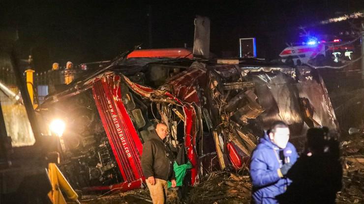 Macedonia: autobus z robotnikami wpadł do 10-metrowego wąwozu. Trzynaście osób zginęło
