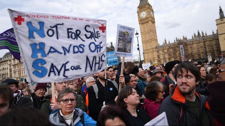 """Wielki protest w Londynie. Służba zdrowia """"na skraju załamania"""". """"Nie - prywatyzacji"""""""