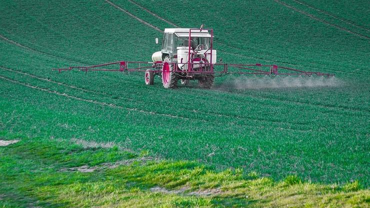 """Austria przyjęła ustawę zabraniającą stosowania glifosatu. """"Policzek wymierzony rolnikom"""""""