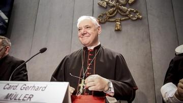 """""""Nie zezwala się na przechowywanie popiołów zmarłych w domu"""". Kościół ogłosił instrukcję o pochówku"""
