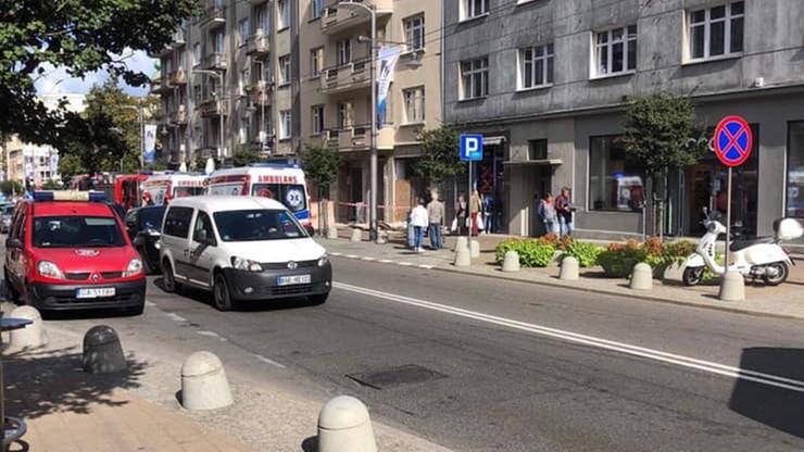 Na przechodniów w Gdyni spadło rusztowanie. Dwie osoby poszkodowane
