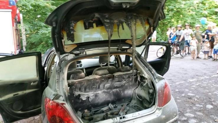Spalił samochód, bo włożył do niego niedogaszony grill