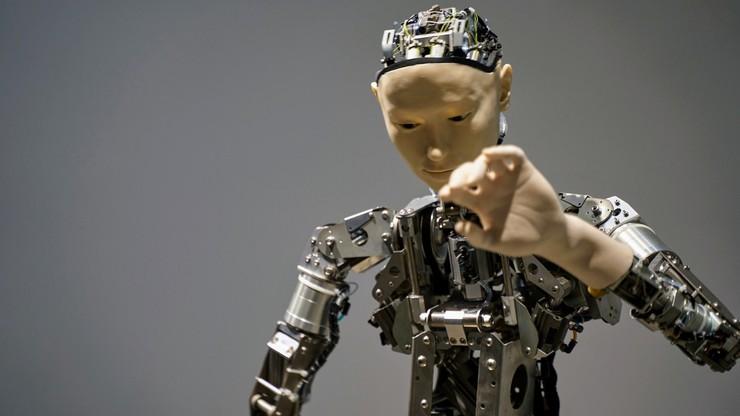 Badacze nauczyli sztuczną inteligencję flirtować. Niektóre linijki rozczulają