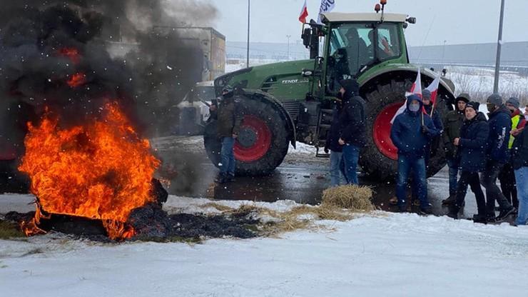 Stryków: Agrounia protestuje. Rolnicy zablokowali rondo i napisali list do premiera