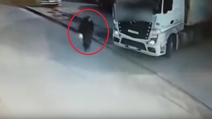 71-latka przejechana przez ciężarówkę. Tragiczny wypadek w Toruniu