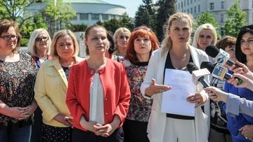 """""""Ratujmy kobiety"""" zbiera podpisy pod projektem liberalizującym przepisy o aborcji"""