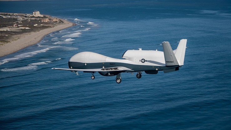 """Amerykański dron zestrzelony przez irański pocisk. Gwardia Rewolucyjna: """"jasny komunikat"""" dla USA"""