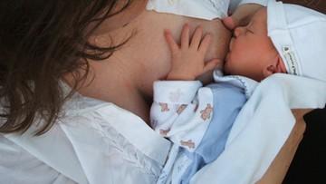 Dziecku ze związku jednopłciowego odmówiono wydania aktu urodzenia. Interwencja RPO