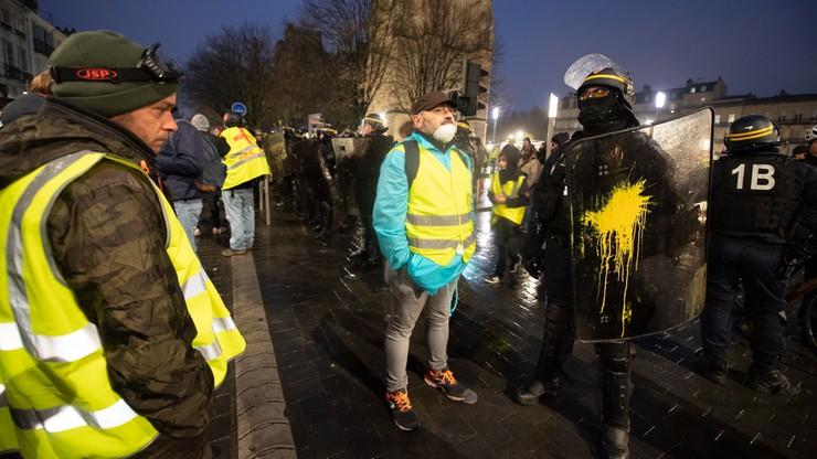 """Polska ambasada ostrzega przed weekendowymi protestami """"żółtych kamizelek"""""""