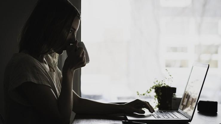 Pracodawca będzie mógł wysłać na bezpłatny urlop niezaszczepionych? Radosław Fogiel wyjaśnia