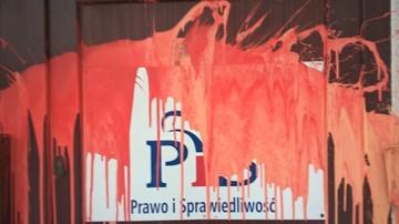 """Siedziba PiS w Szczecinie oblana czerwoną farbą. """"Atak na biuro poselskie jest napaścią polityczną"""""""