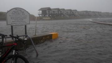 Tropikalna burza nad USA. Loty odwołane, setki tysięcy ludzi  bez prądu