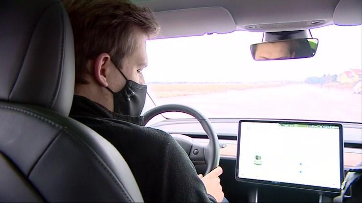 Niebezpieczne warunki na drogach. Jak ostrożnie prowadzić auto?