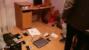 Blokował komputery i żądał pieniędzy. Cyberprzestępca Armaged0n usłyszał 181 zarzutów
