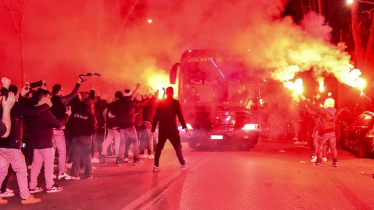 Liga Mistrzów: Tysiące kibiców przed stadionem w Bergamo