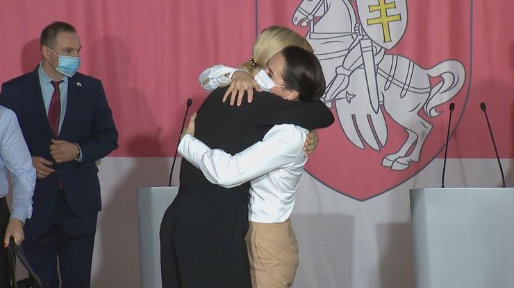 Wzruszające spotkanie. Weranika Capkała i Swietłana Cichanouska padły sobie w ramiona