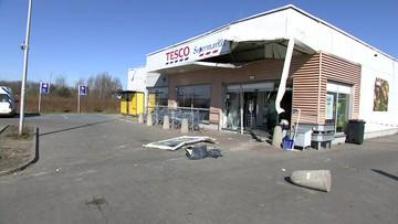 Zniszczony sklep. Złodzieje wyrwali bankomat