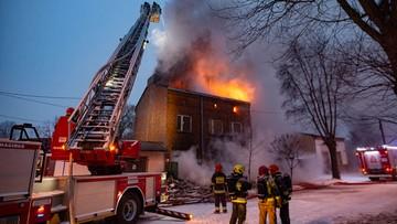 Pożar w Pabianicach. Jedna osoba nie żyje, dwóch strażaków jest rannych