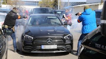 Kradzieże samochodów w Warszawie. Zatrzymano trzech mężczyzn