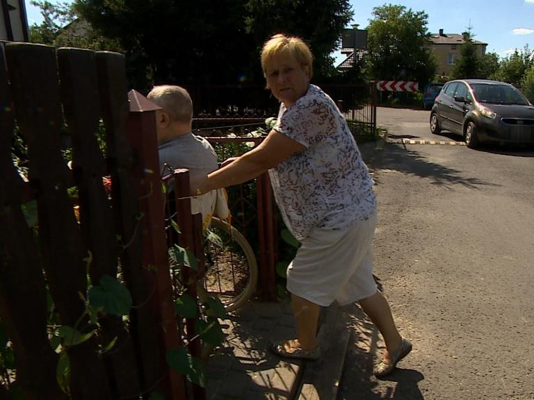 Niebezpieczna droga w Zamościu. Mieszkańcy uciekają przed autami