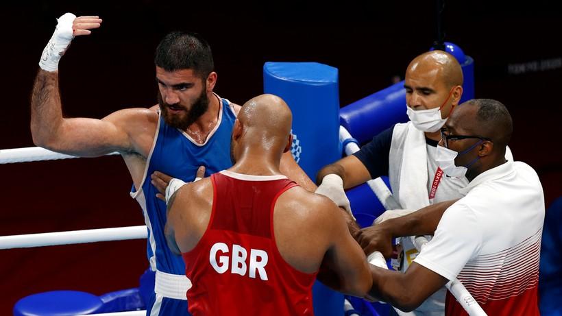 Tokio 2020: Francuski pięściarz Mourad Aliev nie chciał opuścić ringu