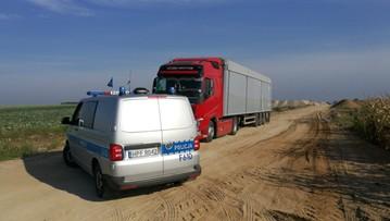 Ok. 100 ton śmieci w ciężarówkach. Odpady miały być zrzucone w nieczynnym żwirowisku