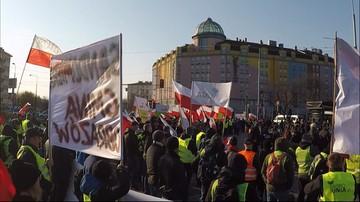 """Protest rolników z AgroUnii w Warszawie. """"Puste chlewnie, sady, stoły, polski rolnik prawie goły"""""""
