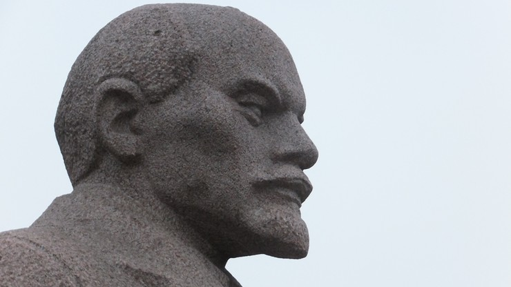 Zdemontowano największy pomnik Lenina na Ukrainie. Zajęło to 30 godzin