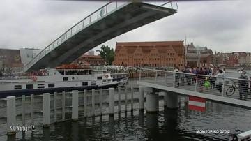 Statek przepłynął pod opuszczaną kładką. O włos od tragedii w Gdańsku