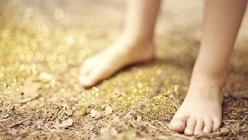 Trzyletni chłopiec błąkał się bez butów po ulicy