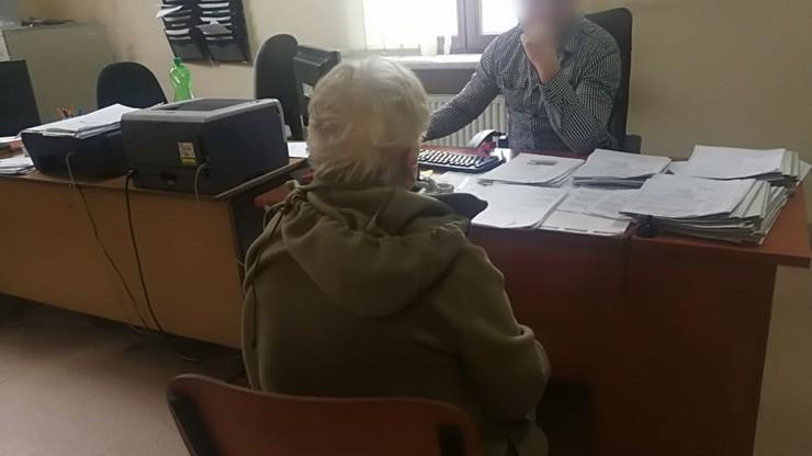 """79-latka okradała pacjentów, jej 50-letnia córka """"upłynniała"""" towar. Ofiarą m.in. podopieczny hospicjum"""