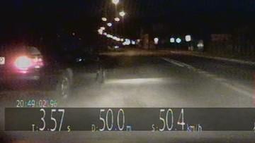 Próbował zepchnąć radiowóz z drogi. Uciekał, bo nie miał prawa jazdy