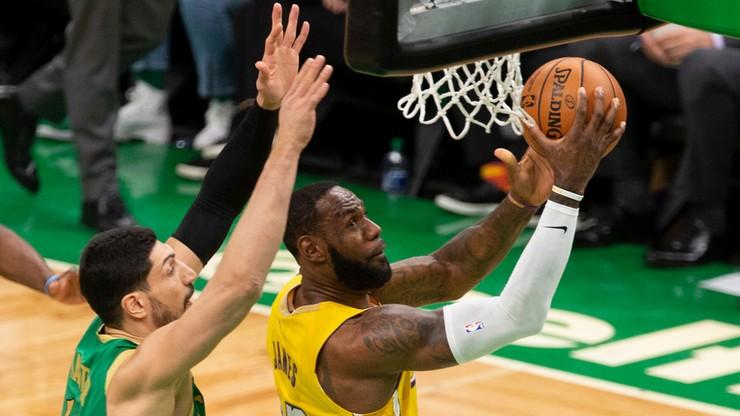 NBA: LeBron James z triple-double. Kapitalny występ Lillarda