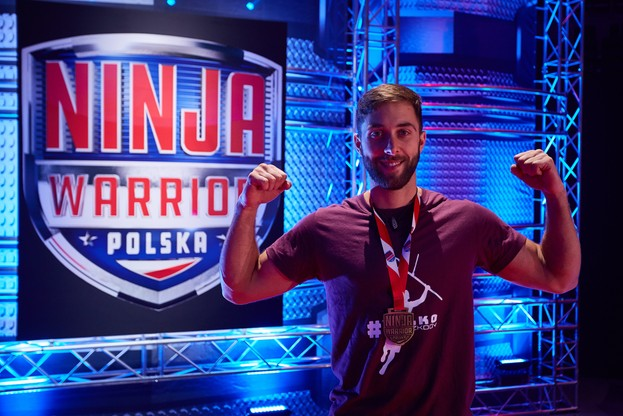 Jakub Zawistowski z medalem Ninja Warrior Polska