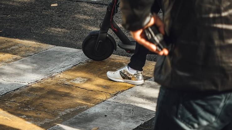 Wypadek na hulajnodze w stolicy. Kobieta zmarła, sprawca z zarzutami