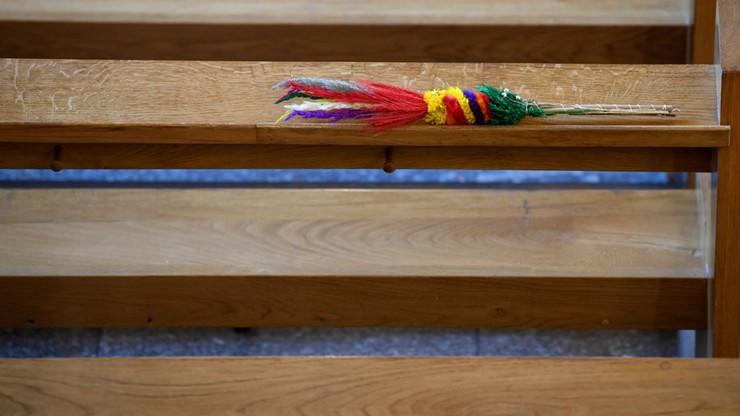 Policjanci zaczekali do końca mszy i wręczyli mandat. Duchowny go nie przyjął