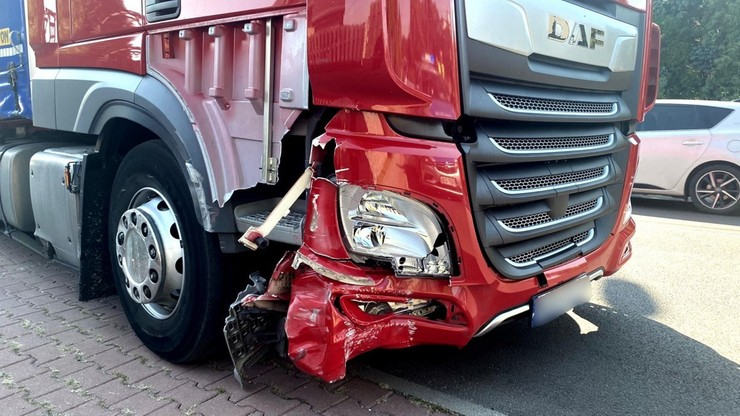 Ciężarówką taranował śmietniki i bariery. Kompletnie pijany próbował uciekać pieszo