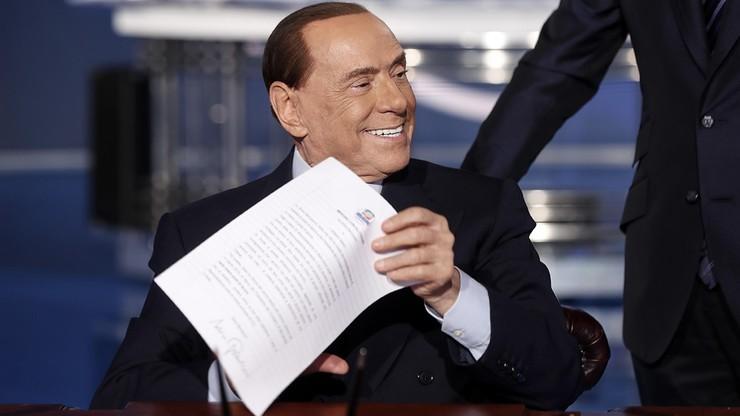 """Berlusconi podpisał """"umowę"""" z obywatelami przed wyborami parlamentarnymi. W telewizji"""