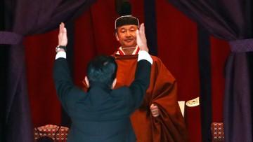 Japoński cesarz Naruhito wstąpił na tron