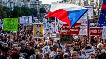 """""""Niech pan przestanie ściemniać i stanie do debaty"""". 50 tys. Czechów protestowało przeciw premierowi"""