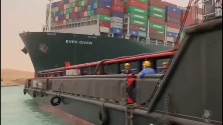 Jeden z największych korków w historii żeglugi. Kontenerowiec nadal blokuje Kanał Sueski