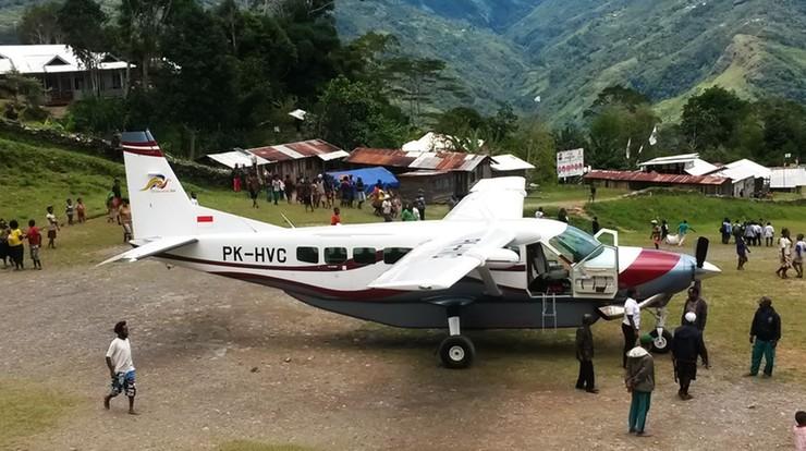12-latek jako jedyny przeżył katastrofę samolotu w Indonezji. Ma złamaną rękę