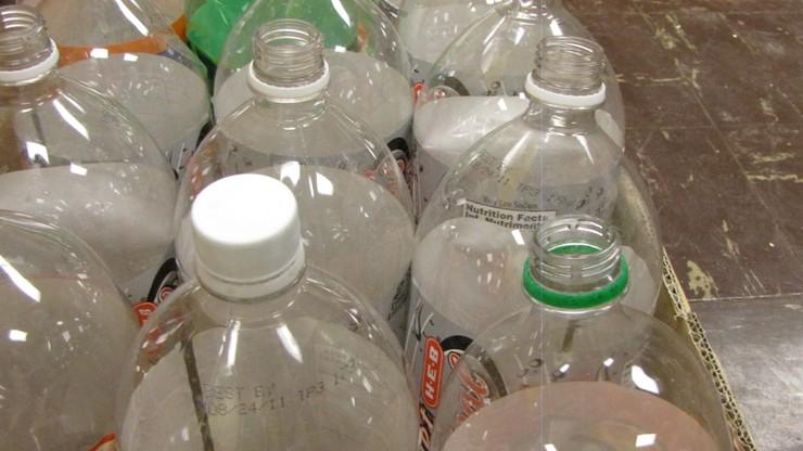 """Kaucja za plastikowe butelki. """"To kwestia miesięcy"""" - zapowiada minister"""