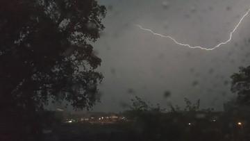 Burze nad Polską. Brak prądu, połamane drzewa i zalane piwnice [WIDEO]
