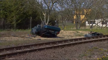 Samochód zderzył się z pociągiem. Dwie osoby są ranne